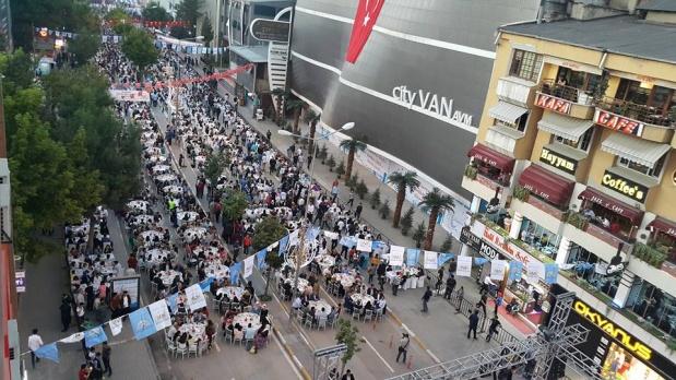 İpekyolu Belediyesinden 13 bin kişiye iftar yemeği