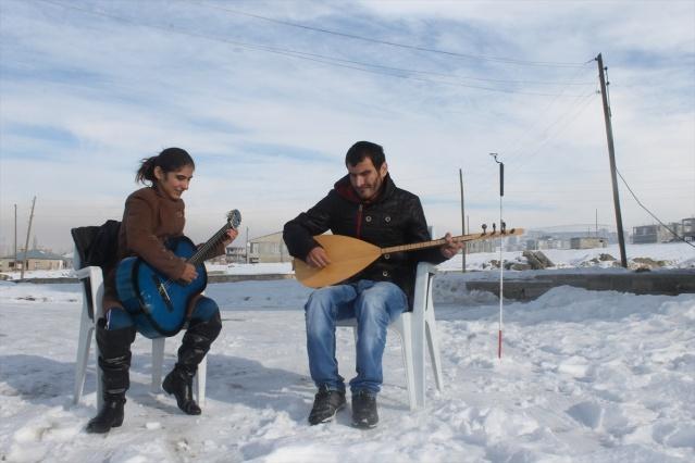 Van'daki ıraklı görme engelli kardeşlerin müzik tutkusu