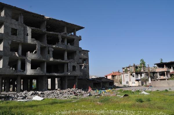Yüksekova'da gündüzleri yasak kalktı, dönüşler başladı