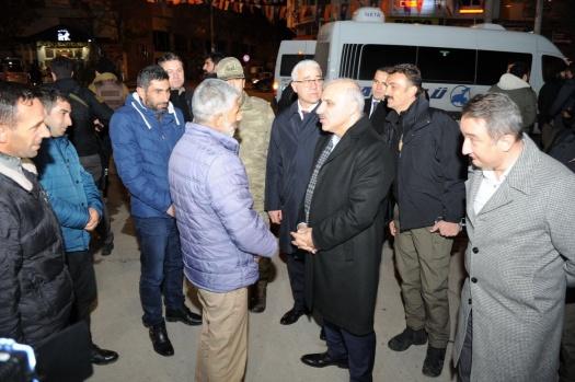 Zorluoğlu, yeni yıla nöbete giren güvenlik güçlerini ziyaret etti