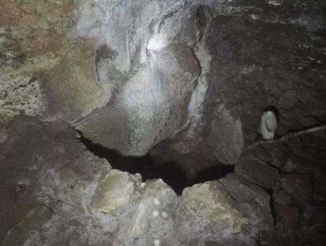 """Defineciler mağarayı tahrip etti"""