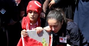 Şehit Ferhat Arslan'ın cenazesinde yürek yakan kareler