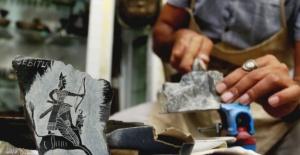 Üç bin yıllık tarihi, taş ve takılara işliyor