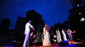 Akdamar Adası'nda 10 dilde konser!