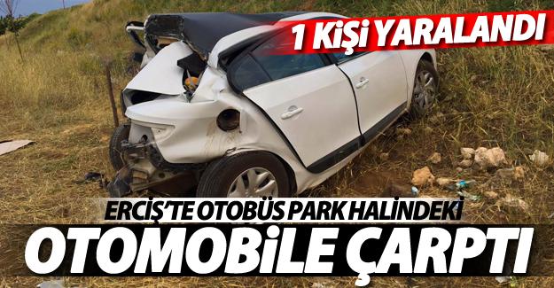 SON DAKİKA! Erciş'te otobüs park halindeki otomobile çarptı: 1 yaralı