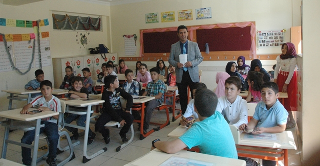FETÖ'den alınan okulda '15 Temmuz Şehitleri' dersi