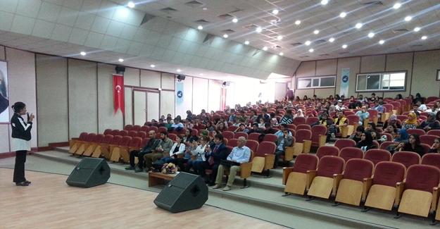 """YYÜ'de """"Toplumsal Cinsiyet Eşitliği"""" konferansı"""