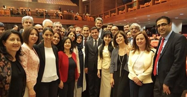 Aydınlardan HDP'ye çağrı