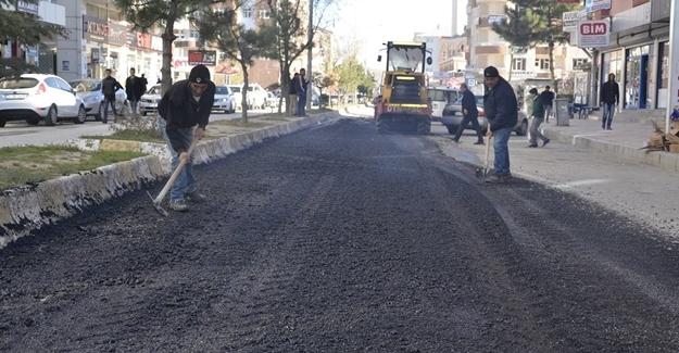 Erciş Belediyesinden caddelerde onarım çalışması