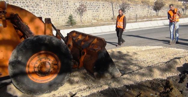 Erciş'te patlayıcının tahrip ettiği karayolu onarıldı