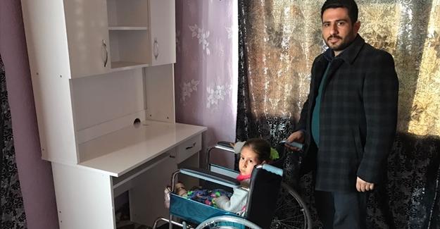 Engelli öğrenciye tekerlekli sandalye hediye edildi