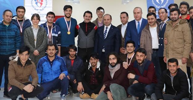 Van'da KYK'daki öğrencilerin katıldığı dart yarışmaları sona erdi
