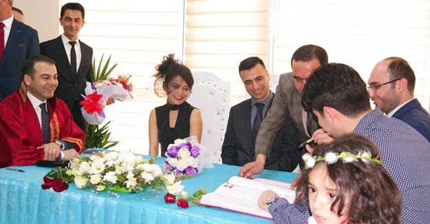 Erciş Belediyesinin yeni evlendirme salonu hizmete girdi