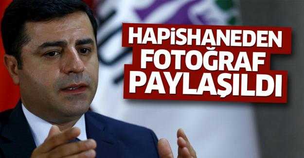HDP Demirtaş'ın cezaevi fotoğrafını paylaştı! İşte o kare