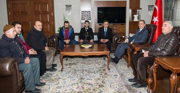 Van taksiciler kooperatifi üyesi taksici esnafı Vali İbrahim Taşyapan'ı ziyaret etti