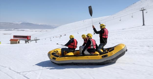 Karda rafting heyecanı