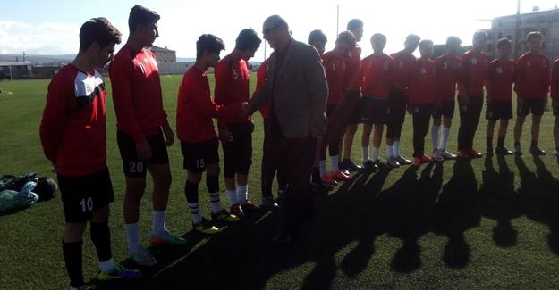 Başkan Çalım, şampiyon takımı kutladı