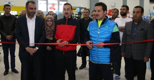 Edremit'te fitness salonu açıldı