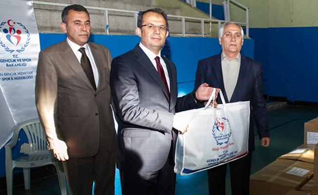 Taşyapan, Spor  Kulüplerine yönelik spor malzemesi dağıtım programına katıldı
