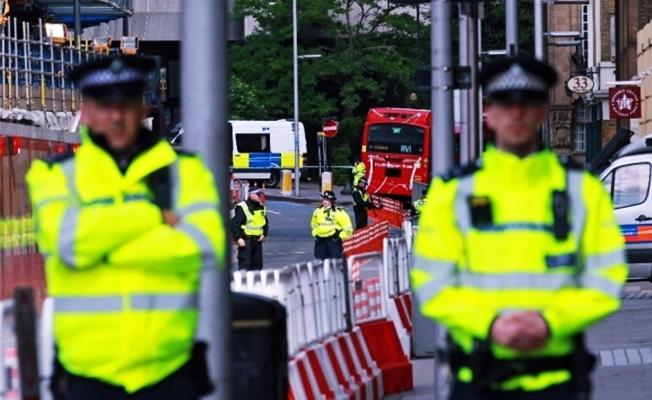 Camiden çıkanlara kamyonlu saldırı: 1 ölü, 10 yaralı