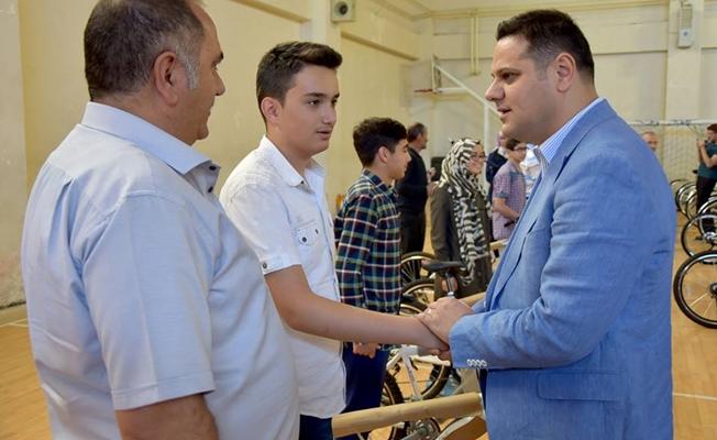 İpekyolu Belediyesi'nden TEOG Birincilerine Ödül