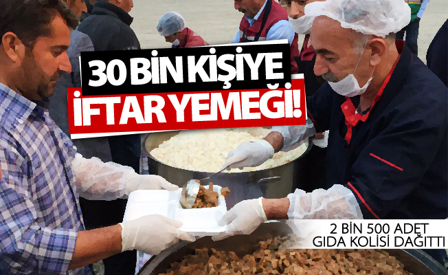 Vanlılar iftarını Büyükşehir'in sofrasında açtı