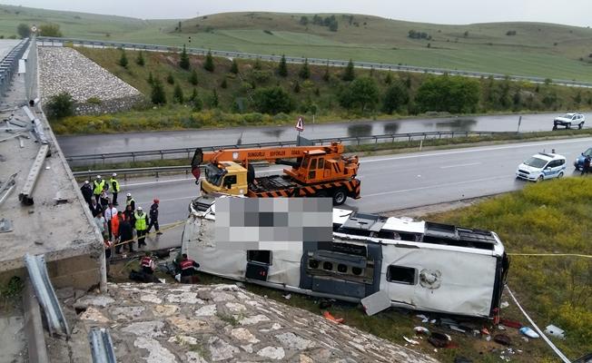 Yolcu otobüsü köprüden uçtu! Çok sayıda yaralı var