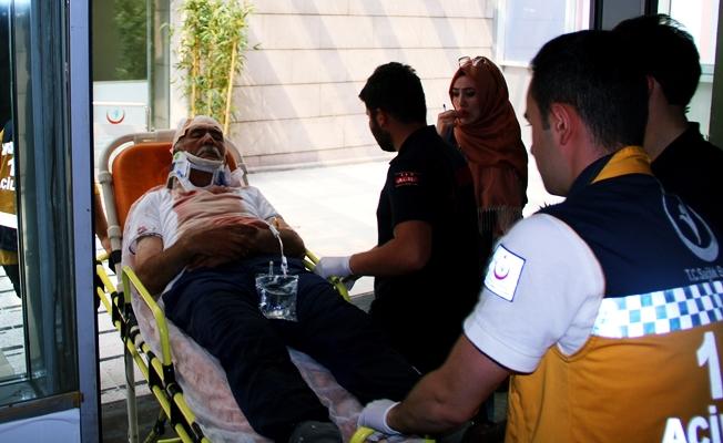Eski belediye başkanı 1 kişinin boğazını kesti, 2 kişiyi bıçakladı