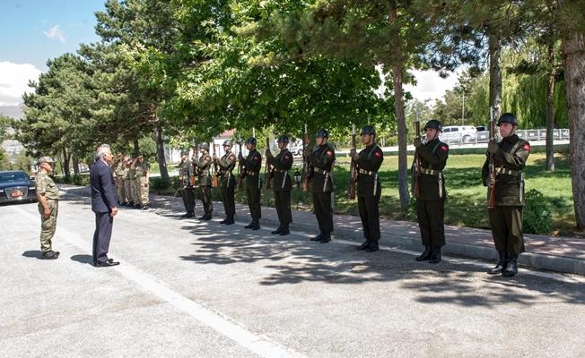 Vali Zorluoğlu'ndan kolordu komutanlığına ziyaret
