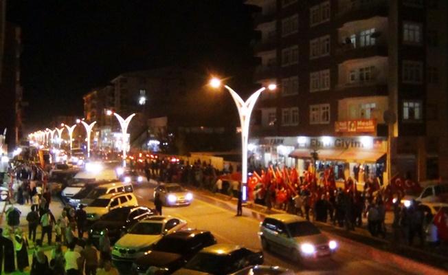 Erciş'te bayrak ve fener alayı yürüyüşüne ilgi