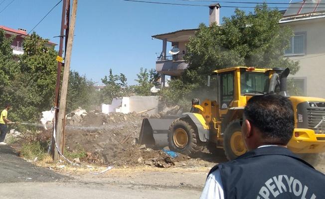 İpekyolu Belediyesi, metruk yapıların yıkımına başladı