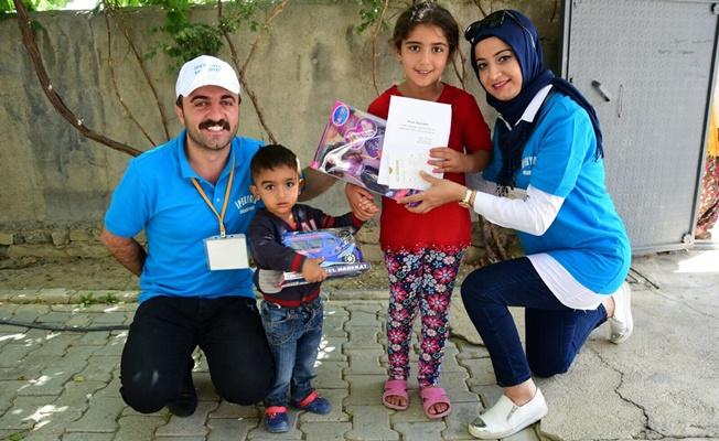 İpekyolu Belediyesinden öksüz ve yetim çocuklara anlamlı hediye