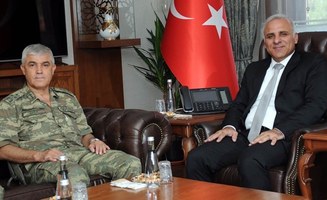 Korgeneral Çetin'den Vali Zorluoğlu'na veda ziyareti