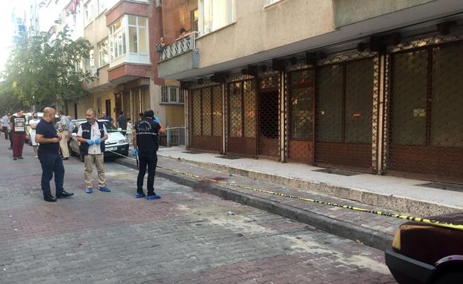 Sokak ortasında kuyumcuyu silahla vurup 8 kilo altınla kaçtılar