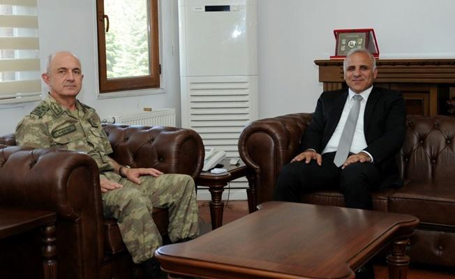 Vali Zorluoğlu, Asayiş Kolordu Komutanı Korgeneral Karataş'ı ziyaret etti