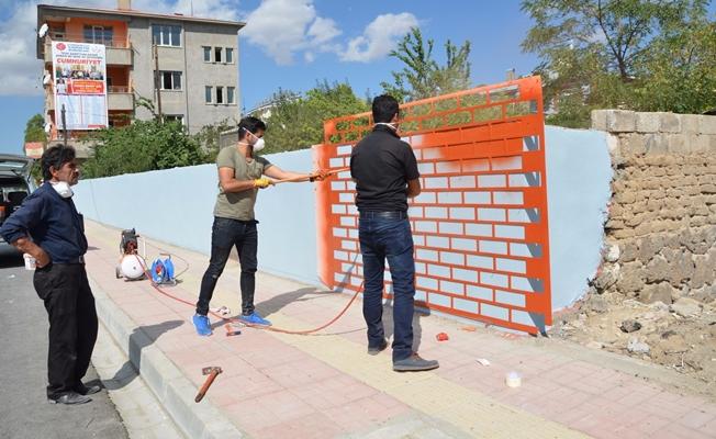 Erciş Belediyesi Vanyolu Caddesinde güzelleştirme çalışması