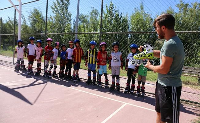 Gürpınar'da geleceğin kayakçıları yetiştiriliyor