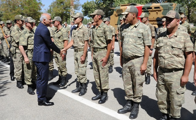 Vali Zorluoğlu, bayramda görev yapan güvenlik güçlerini ziyaret etti