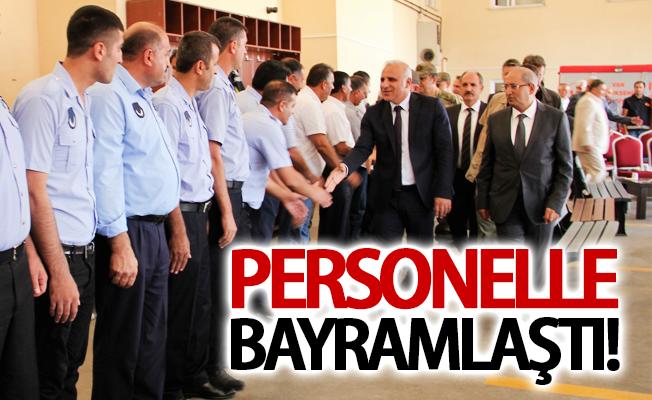 Vali Zorluoğlu, Büyükşehir'in personeli ile bayramlaştı