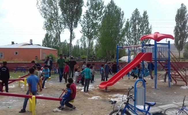 Çaldıran'da 20 çocuk parkı hizmete sunuldu