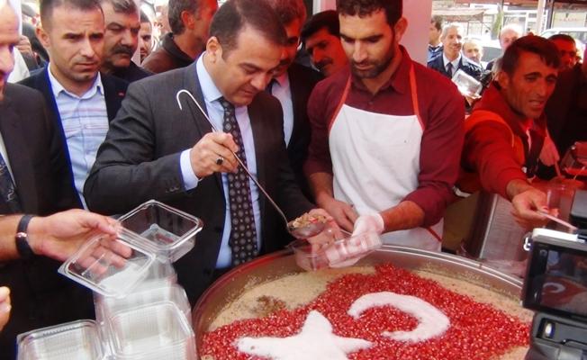 Erciş'te 3 Bin Kişiye Aşure Dağıtıldı