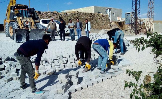 Gürpınar'da kırsal mahallelerde yol yapım çalışması