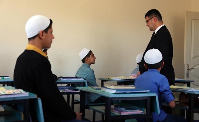 Kaymakam Doğramacı'dan Kur'an kursu öğrencilerine ziyaret