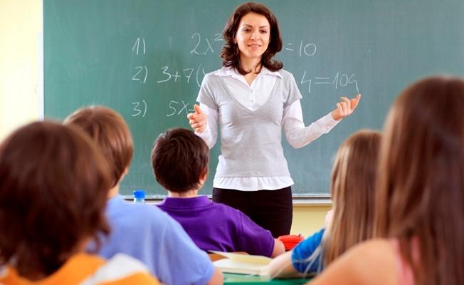 Sözleşmeli öğretmene şartlı tayin