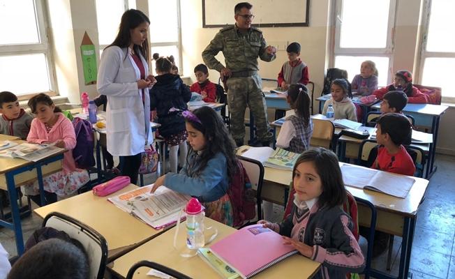 Jandarmadan okul ziyareti