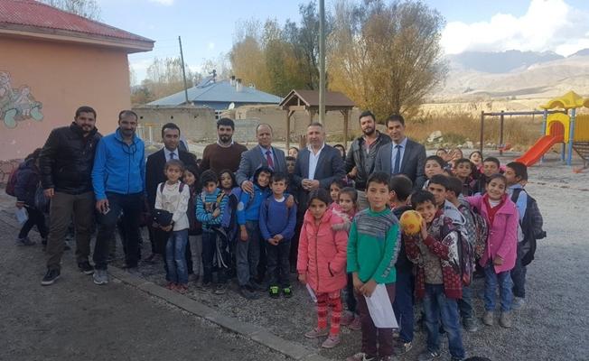 Müdür Seçkin'den okul ziyareti