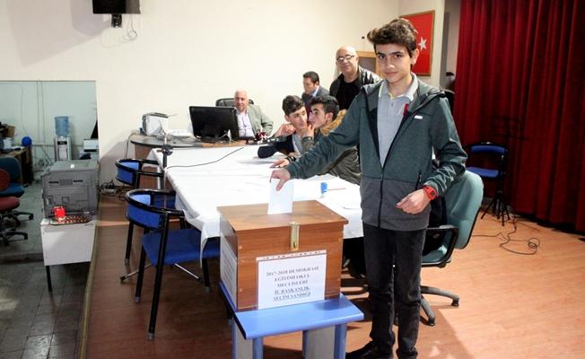 Van'da 'Okul Meclisleri İl Başkanlık Seçimi' yapıldı