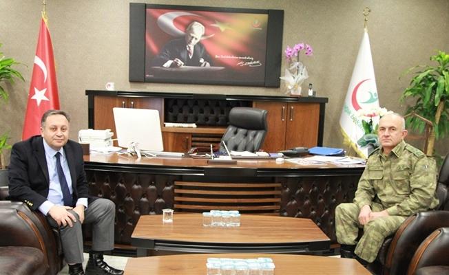 Korgeneral Karataş'tan Müdür Akdoğan'a ziyaret