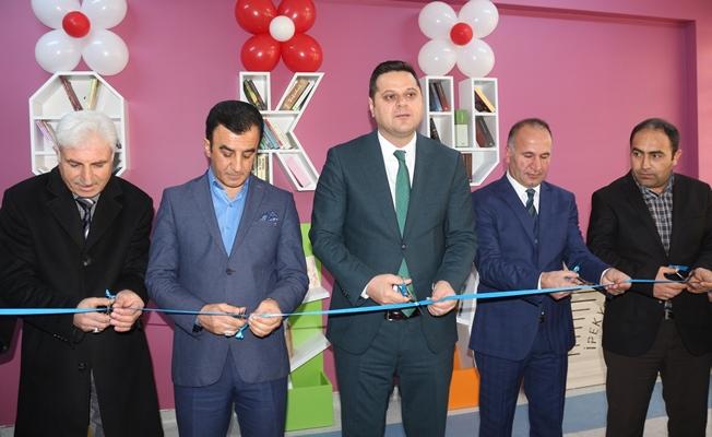 Mehmet Akif Ersoy'un adını taşıyan lisede Z-kütüphane açılışı
