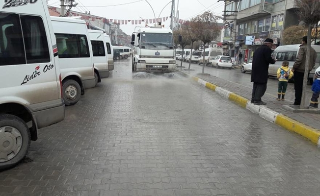 Özalp'ta cadde ve sokaklar temizlendi